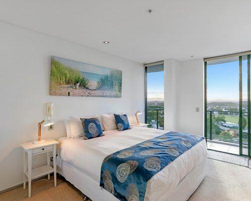 3-bedroom-ocean-view-burleigh-heads10