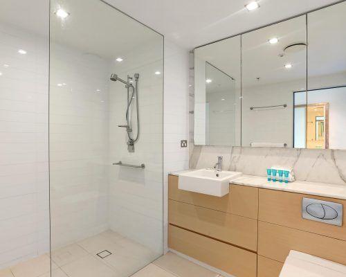 3-bedroom-superior-oceanview-burleigh-beach10