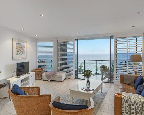 3-bedroom-superior-oceanview-burleigh-beach2