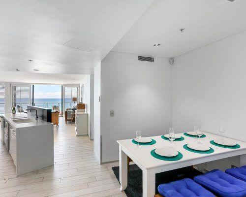 3-bedroom-superior-oceanview-burleigh-beach3