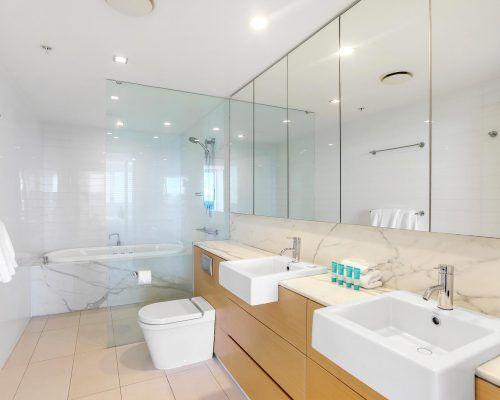 3-bedroom-superior-oceanview-burleigh-beach8