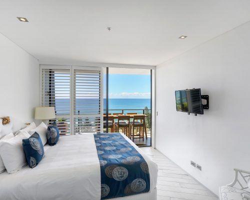 3-bedroom-superior-oceanview-burleigh-beach9