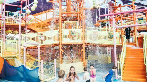 dreamworld-children-playing-in-water-in-pipeline-plunge-(1)