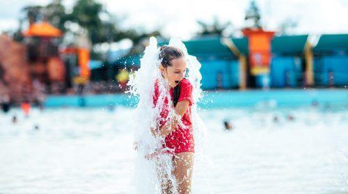 dreamworld-whitewater-world-girl-playing-in-water